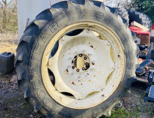 Paire de roues <br/> <span class='soustitre'>250 € Hors Taxes   (l'unité)</span>
